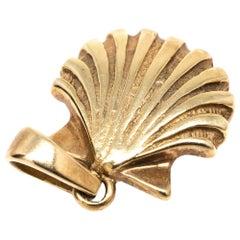 Seashell Charm in 14 Karat Yellow Gold