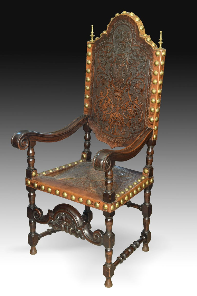 Spanish Seats in Walnut and Embossed Leather, 19th Century For Sale