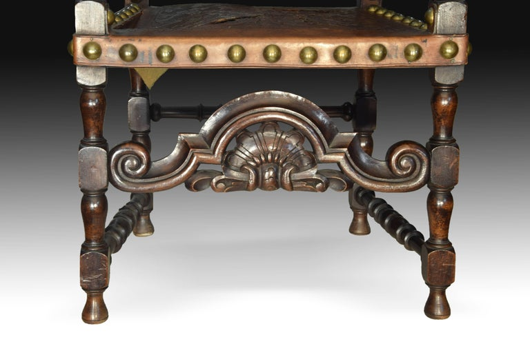 Seats in Walnut and Embossed Leather, 19th Century In Fair Condition For Sale In Madrid, ES