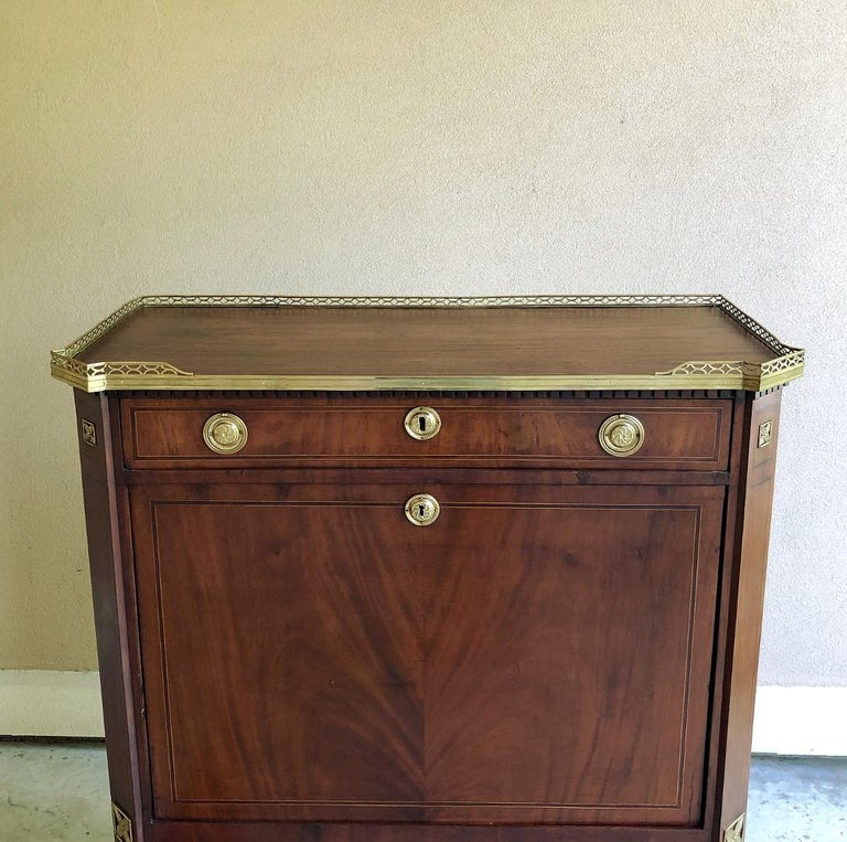 Secretary, 19th Century French Louis XVI with Inlaid Mahogany For Sale 3