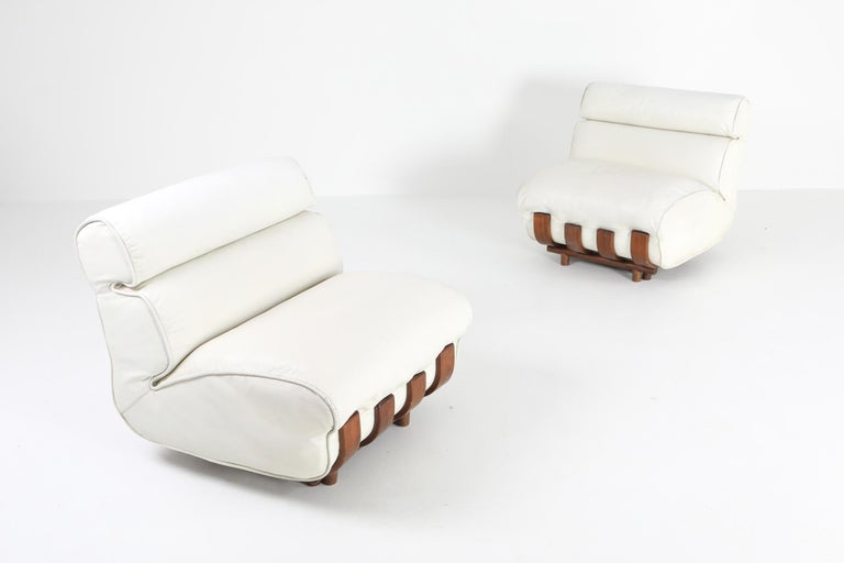 Sectional Sofa in White Leather and Walnut Frame by Frigerio For Sale 5
