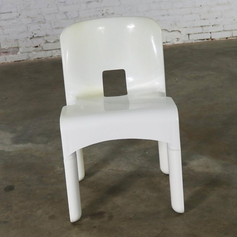Available now this landmark Sedia Universale 4867 injection molded plastic chair designed by Joe Columbo for Kartell. This chair is in wonderful vintage condition. There is a small area on one side of the bend in the back of the seat that has some