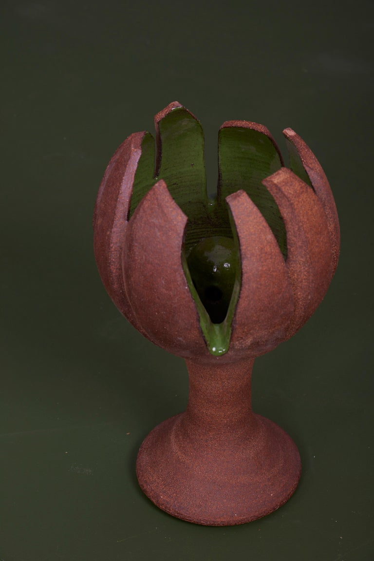 Organic pod form fountain. Natural clay body with glaze pod interior.  Created 2019 by Brent J. Bennett, US (signed). Including water pump with US plug.  Brent J. Bennett has achieved a worldwide reputation for design excellence. His goal over