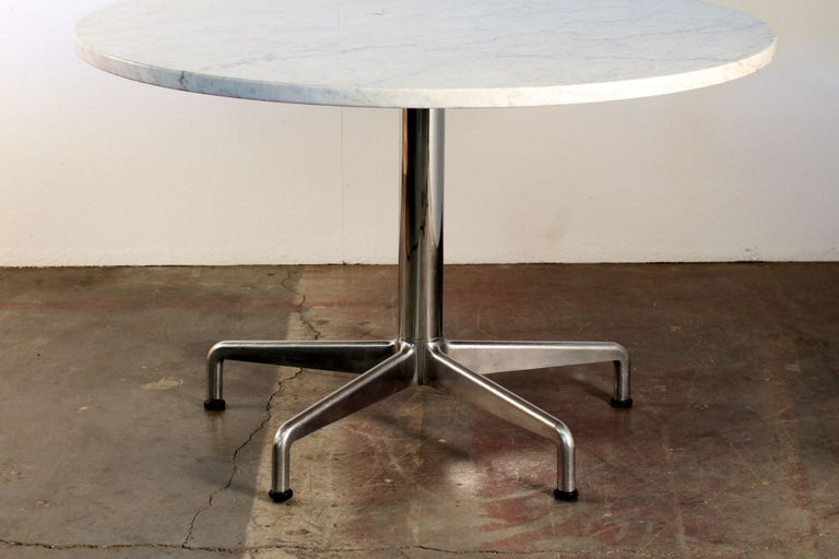 French Provincial Segmented Base and Marble-Top Round Dining Table by Eames for Knoll For Sale