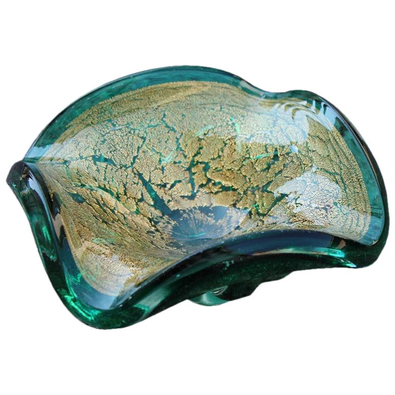 Seguso Murano Bowl Emerald Green Gold Powder Italian Design, 1960s