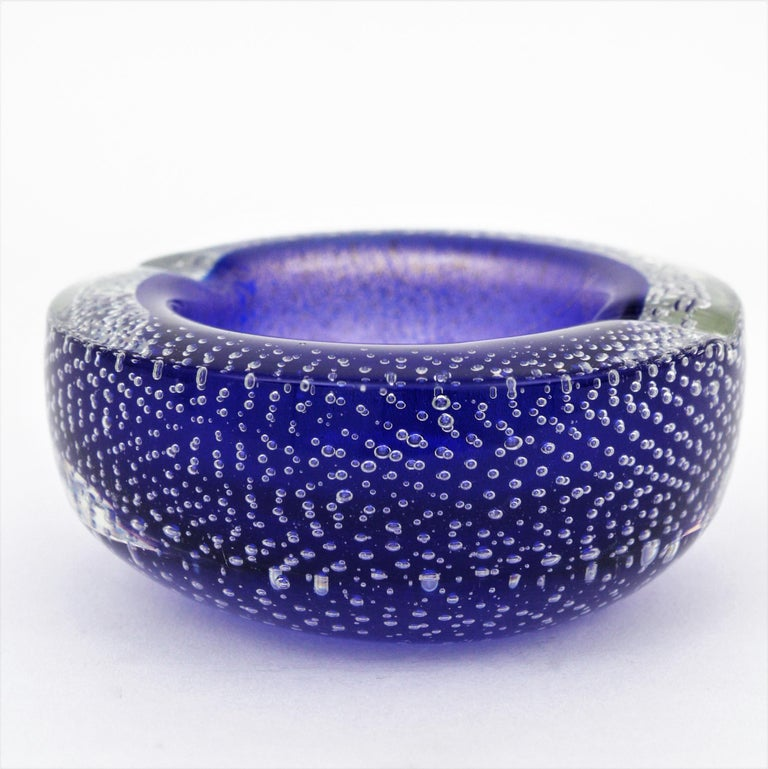 Seguso Murano Cobalt Blue Sommerso Bubbles Italian Art Glass Bowl with Gold Dust For Sale 7