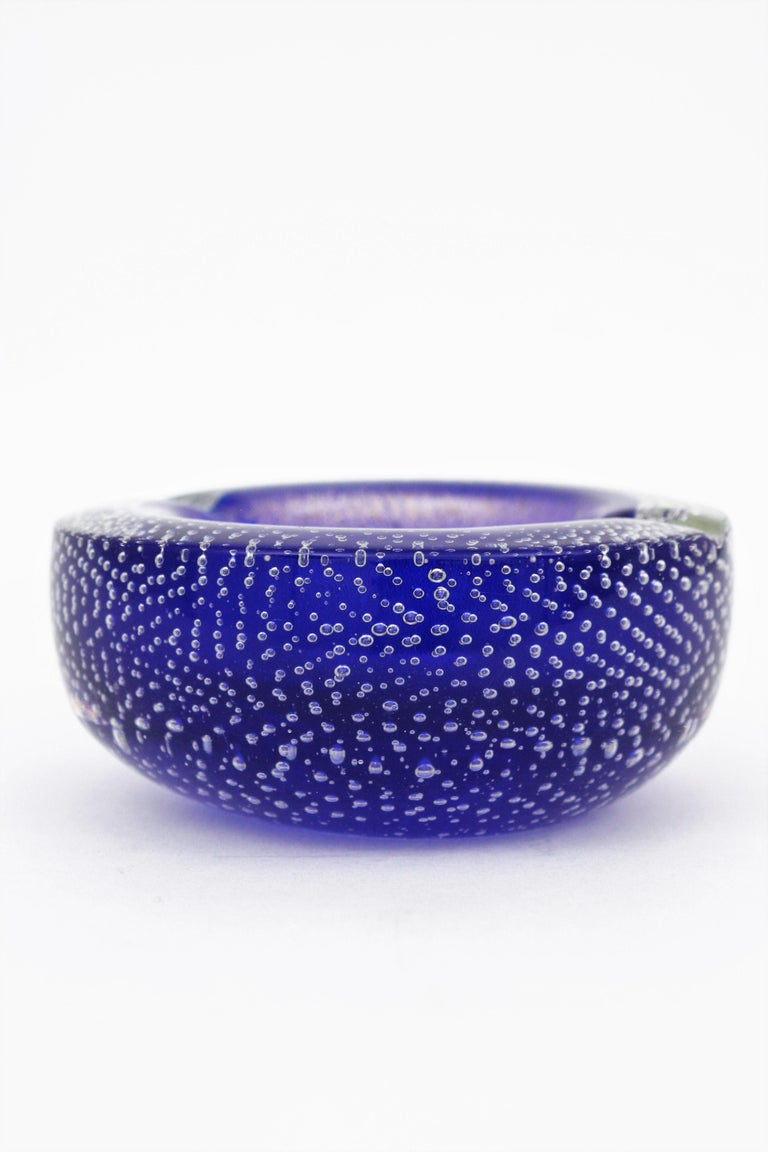 Seguso Murano Cobalt Blue Sommerso Bubbles Italian Art Glass Bowl with Gold Dust For Sale 8