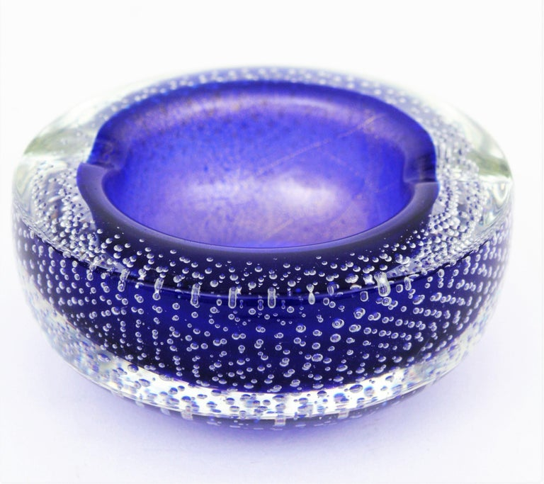 Mid-Century Modern Seguso Murano Cobalt Blue Sommerso Bubbles Italian Art Glass Bowl with Gold Dust For Sale