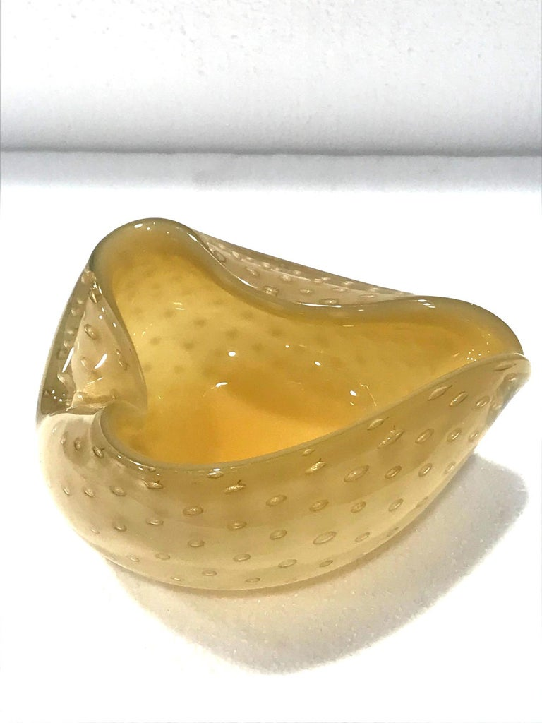 Seguso Murano Glass Bowl with Controlled Bubble Design in Beige and Gold In Good Condition For Sale In Miami, FL