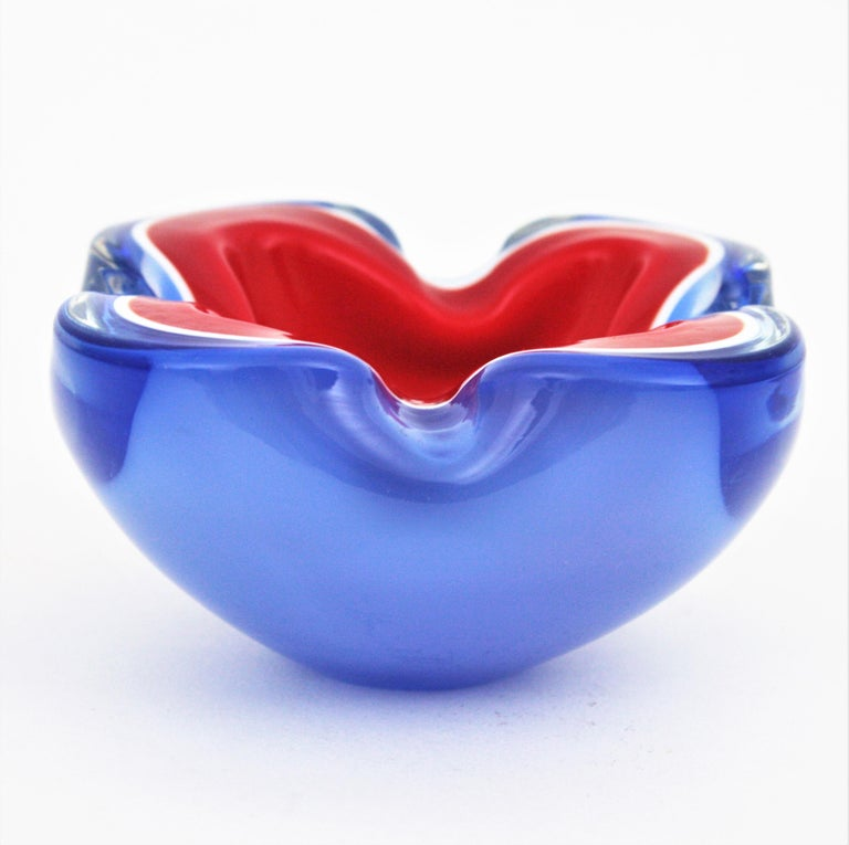 Blown glass Sommerso Murano bowl /ashtray with folded rim. Attributed to Archimede Seguso, Italy, 1950s-1960s. Triple cased red, white and blue blue glass with the Sommerso technique. It has highly decorative shapes and it is an spectacular piece