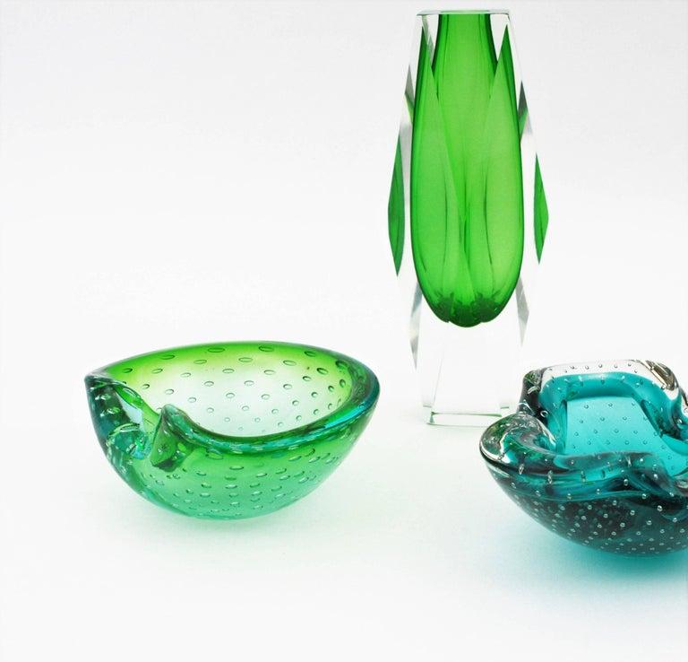 Italian Seguso Murano Sommerso Green and Blue Bullicante Art Glass Bowl For Sale