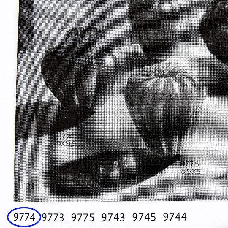 20th Century Seguso Vetri d'Arte Murano Red Gold Italian Art Glass Ribbed Flower Bud Vase For Sale