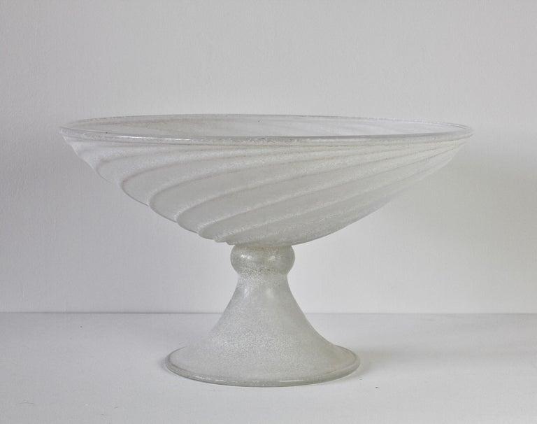 Mid-Century Modern Seguso Vetri d'Arte White Scavo Vintage Murano Glass Bowl Centrepiece, 1980s For Sale