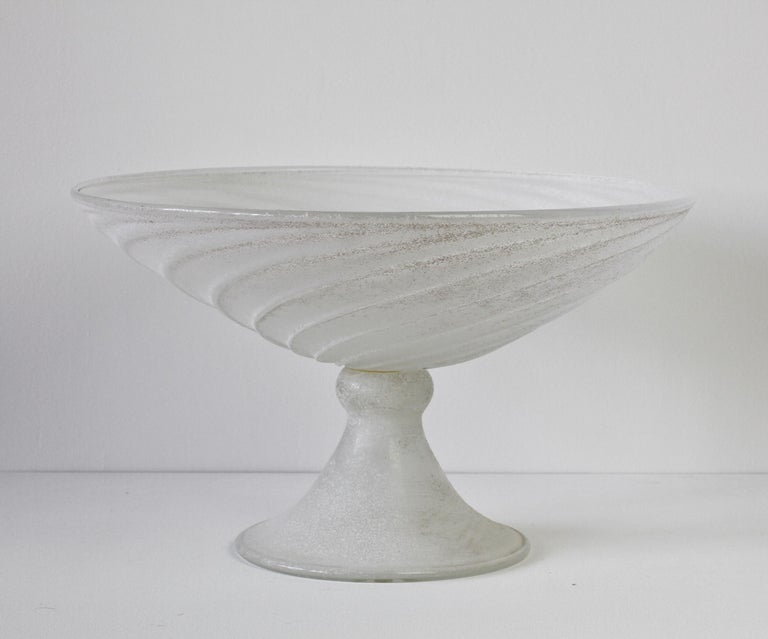 Seguso Vetri d'Arte White Scavo Vintage Murano Glass Bowl Centrepiece, 1980s In Good Condition For Sale In Landau an der Isar, Bayern