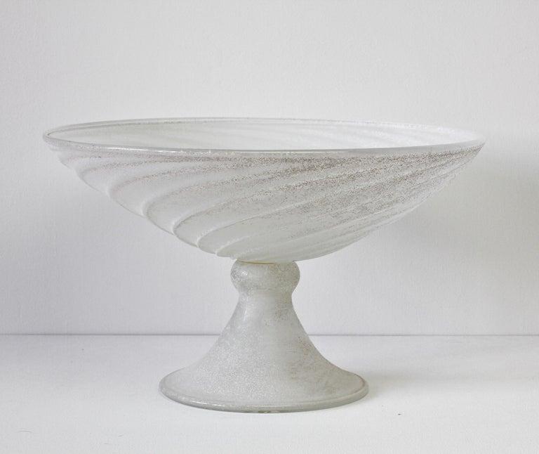 Late 20th Century Seguso Vetri d'Arte White Scavo Vintage Murano Glass Bowl Centrepiece, 1980s For Sale