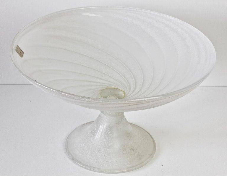 Seguso Vetri d'Arte White Scavo Vintage Murano Glass Bowl Centrepiece, 1980s For Sale 1