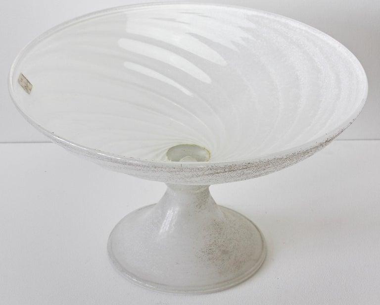 Seguso Vetri d'Arte White Scavo Vintage Murano Glass Bowl Centrepiece, 1980s For Sale 2