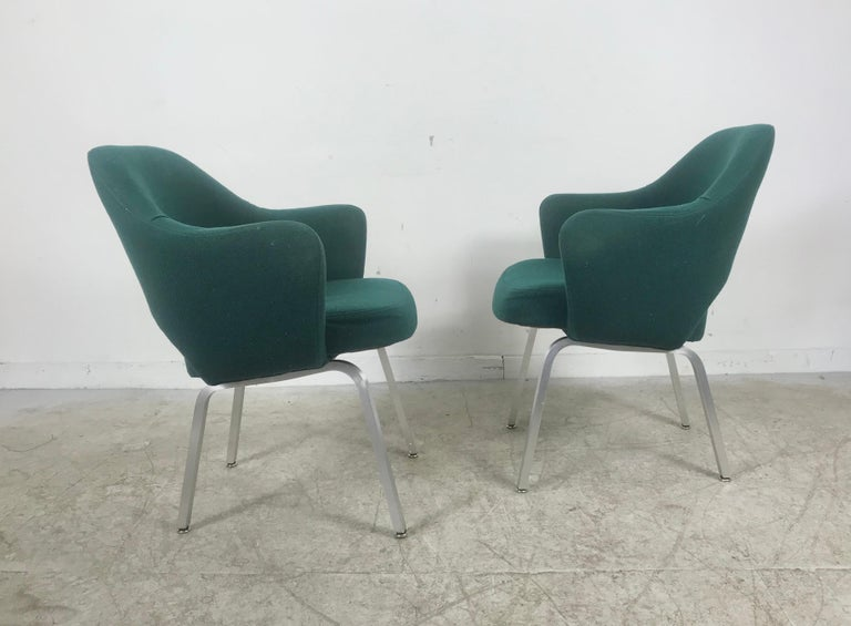 American Seldom Seen Pair of Early Saarinen/Knoll Executive Armchairs, Aluminum Bases For Sale