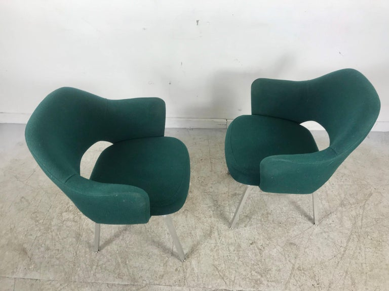 Seldom Seen Pair of Early Saarinen/Knoll Executive Armchairs, Aluminum Bases In Good Condition For Sale In Buffalo, NY