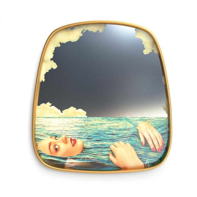 Available in three dimensions, the mirrors of the Toiletpaper line make you the protagonist of a mad and disrespectful world. Add some eccentricity to your room with these mirrors by TOILTETPAPER. They come with a precious golden frame to add that