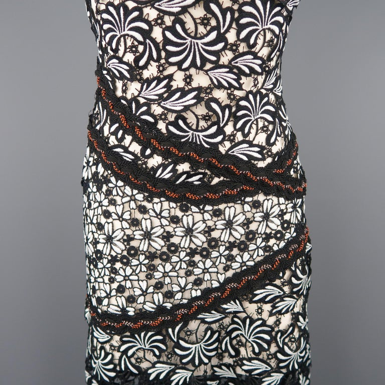 SELF-PORTRAIT Size 0 Black & White Floral Lace Flair Sheath Dress In New Condition For Sale In San Francisco, CA