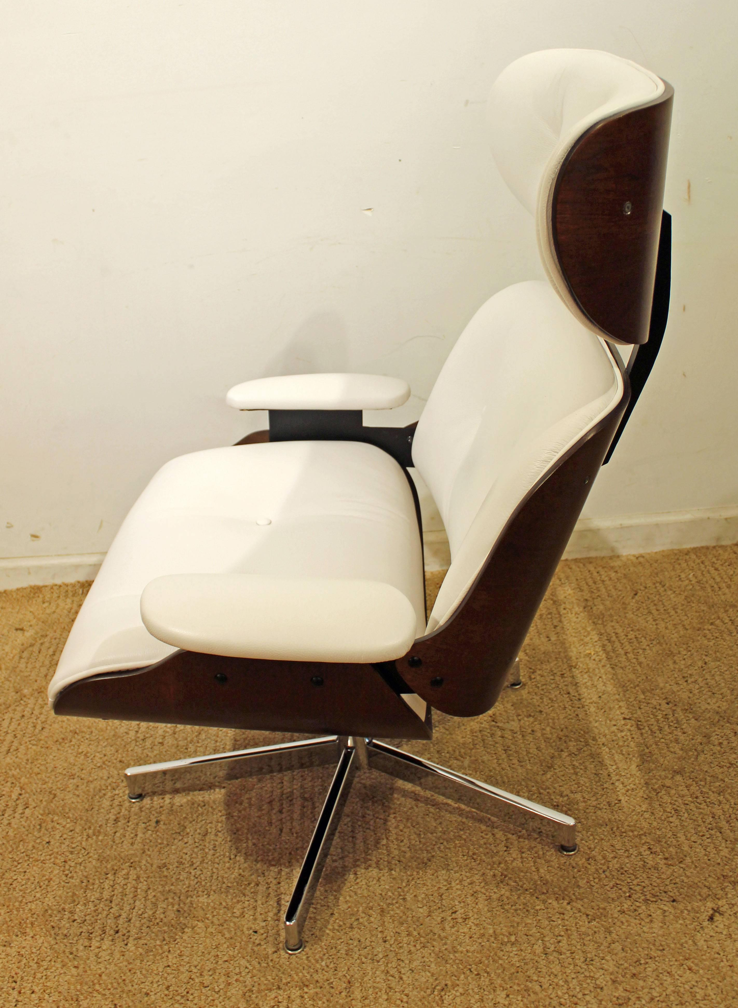 Selig Eames Leather Swivel Lounge Chair And Ottoman In Excellent Condition  For Sale In Newport,
