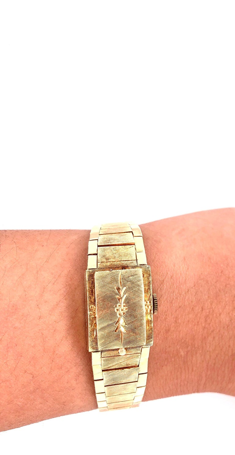 Sellita Ladies 14 Karat Gold Bracelet Wristwatch Swiss 17 Jewels In Good Condition For Sale In Stamford, CT