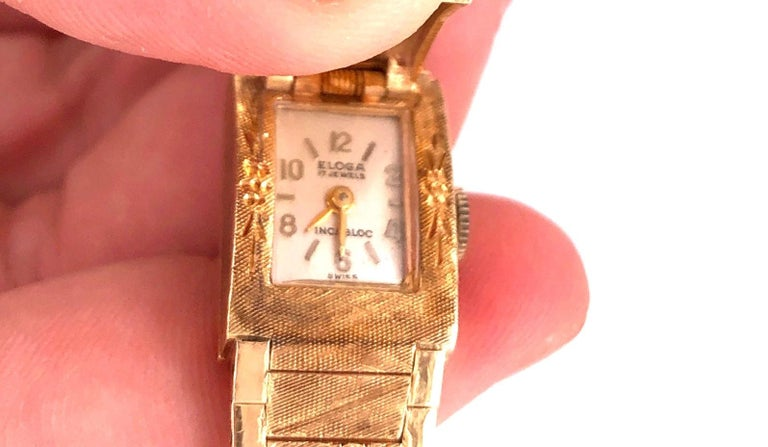 Women's or Men's Sellita Ladies 14 Karat Gold Bracelet Wristwatch Swiss 17 Jewels For Sale