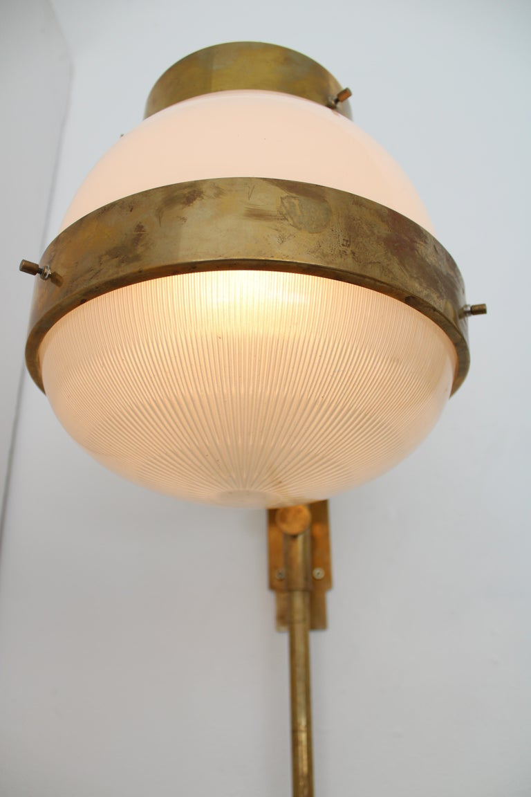Sergio Mazza Italian Glass and Brass Vintage Delta Sconce by Artemide For Sale 3