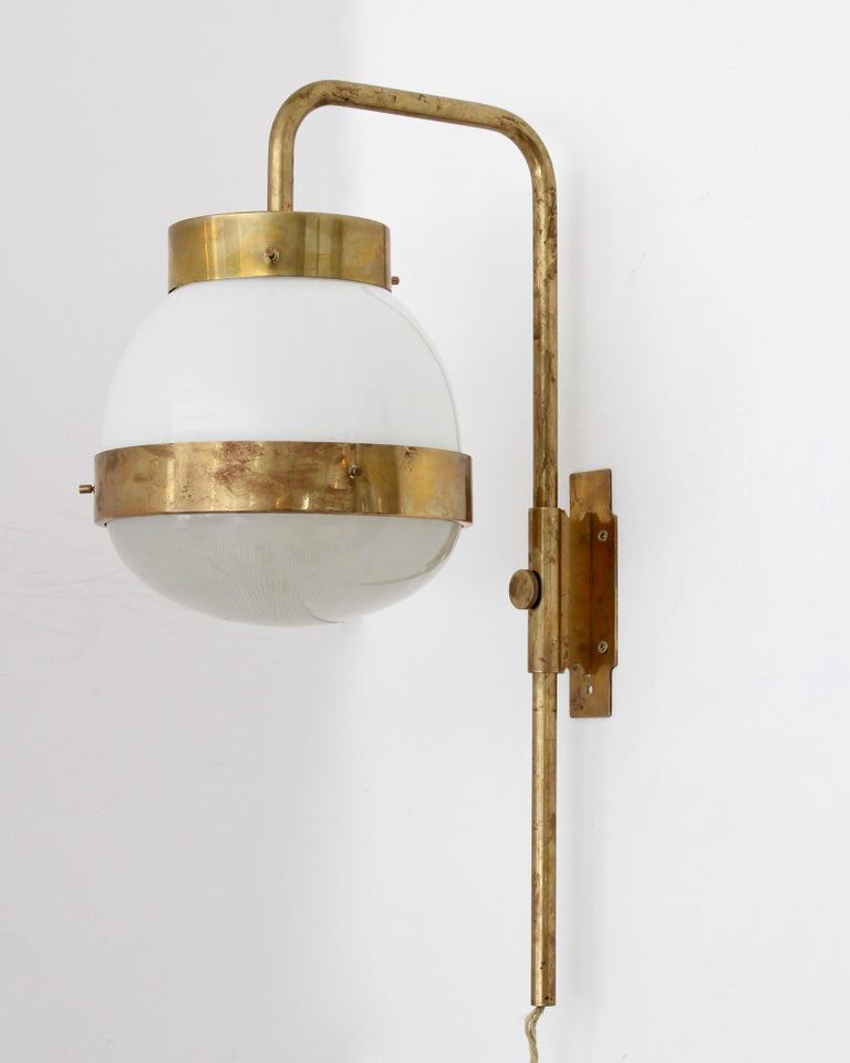 Sergio Mazza Italian Glass and Brass Vintage Delta Sconce by Artemide In Good Condition For Sale In Chicago, IL