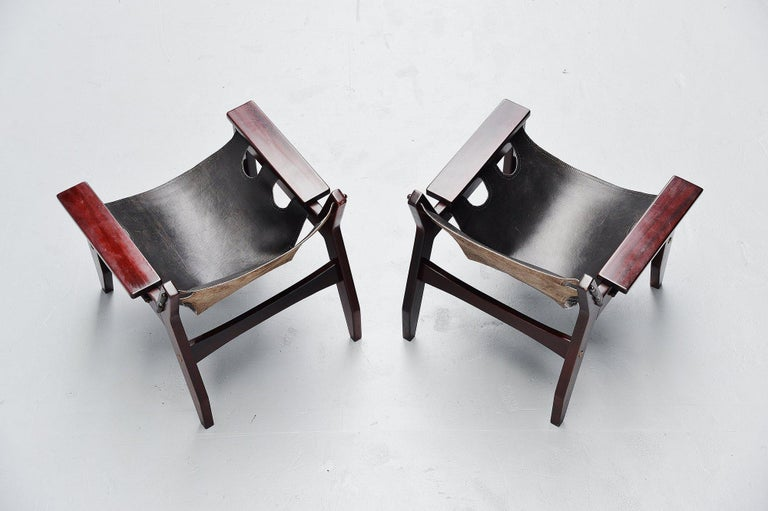 Very nice pair of rosewood 'Kilin' easy chair designed by Sergio Rodrigues for OCA, Brazil, 1973. This is the European version of the Kilin easy chair in very nice deep grained rosewood with black leather seats. These are fantastic shaped chairs,