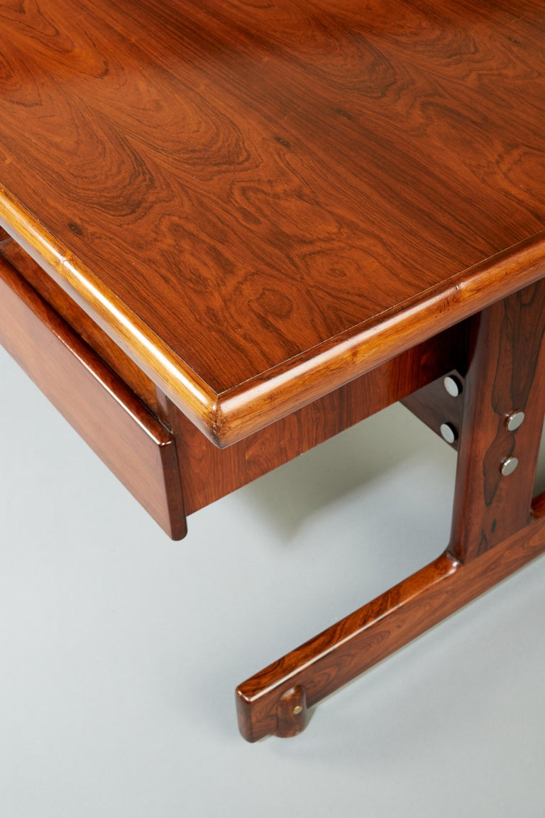 Sergio Rodrigues, Stunning and Monumental Modernist Jacaranda Desk, Brazil, 1962 For Sale 7