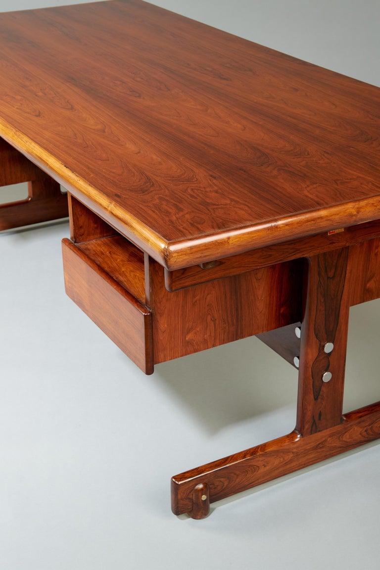 Sergio Rodrigues, Stunning and Monumental Modernist Jacaranda Desk, Brazil, 1962 For Sale 6
