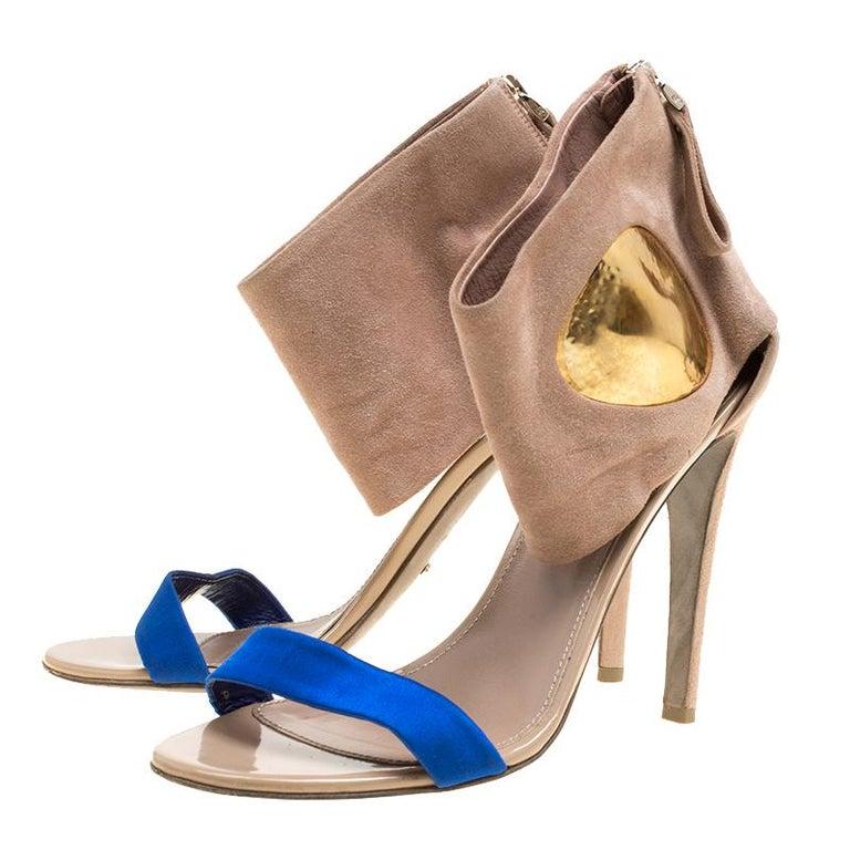Sergio Rossi Beige Suede And Blue Satin Ankle Cuff Open Toe Sandals Size 39.5 In Good Condition For Sale In Dubai, Al Qouz 2
