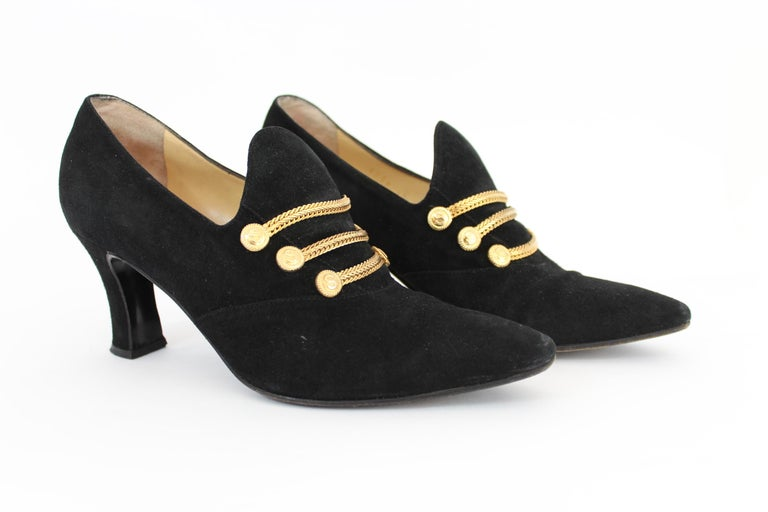 Sergio Rossi 80s vintage women's shoes. Decollete elegant black with golden inserts, medium heel,  in leather and velvet . Made in Italy. Excellent vintage conditions.  Code: 22391211  Size: 36.5 It 5 Us 4.5 Uk Heel height: 7 cm