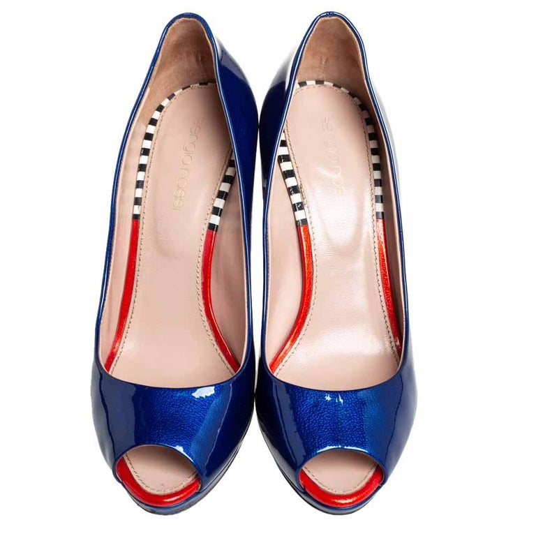 Sergio Rossi Blue Patent Leather Peep Toe Pumps Size 36 In Good Condition For Sale In Dubai, Al Qouz 2