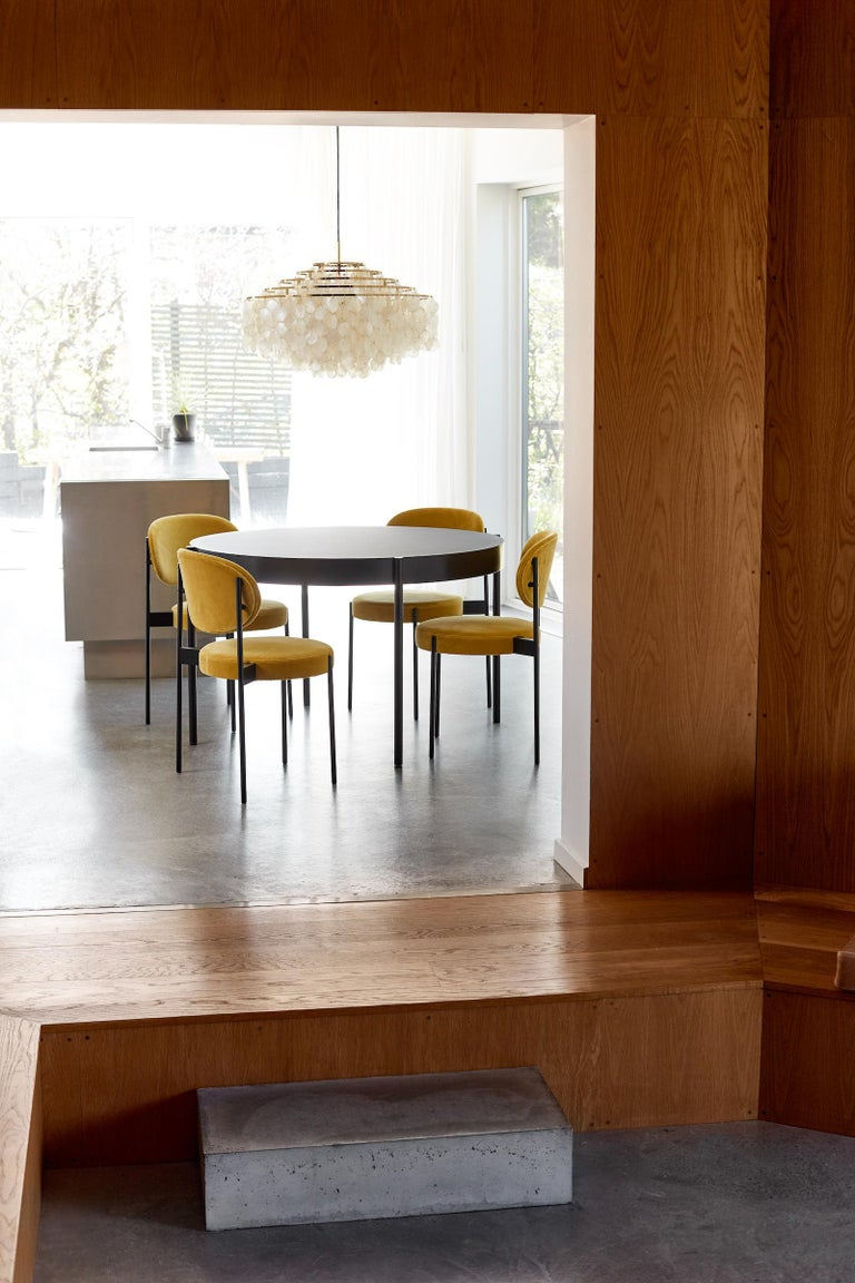 Series 430 Small Round Dining Table in Black by Verner ...