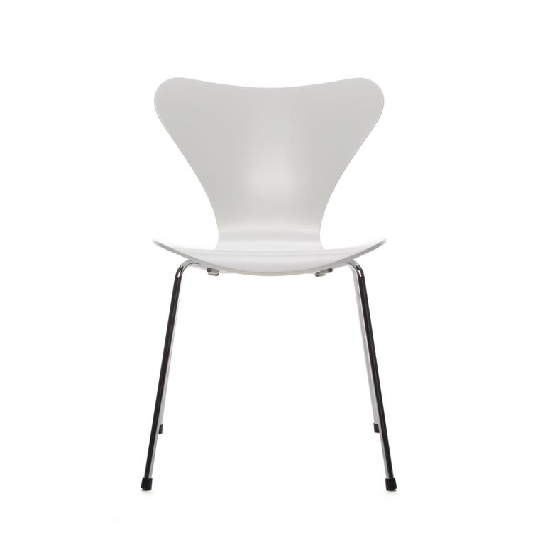 Series 7 White Chair By Arne Jacobsen For Fritz Hansen In 1955 For