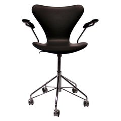 Series Seven Office Chair, Model 3217 by Arne Jacobsen and Fritz Hansen, 2012