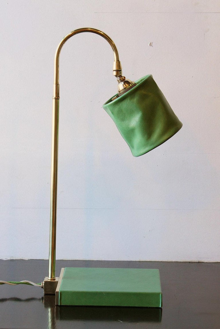 Series01 Desk Lamp, Hand-Dyed Ash 'Gray' Leather, Dark Patinated Brass For Sale 4