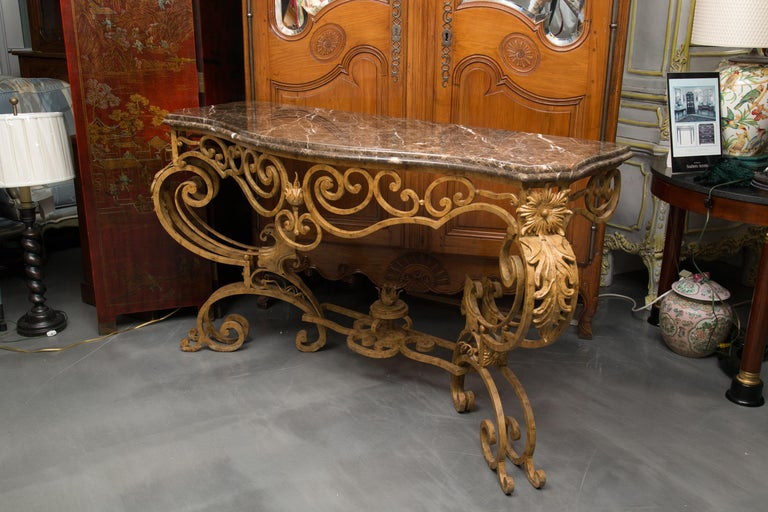 Serpentine Iron Console with Marble Top In Good Condition For Sale In WEST PALM BEACH, FL