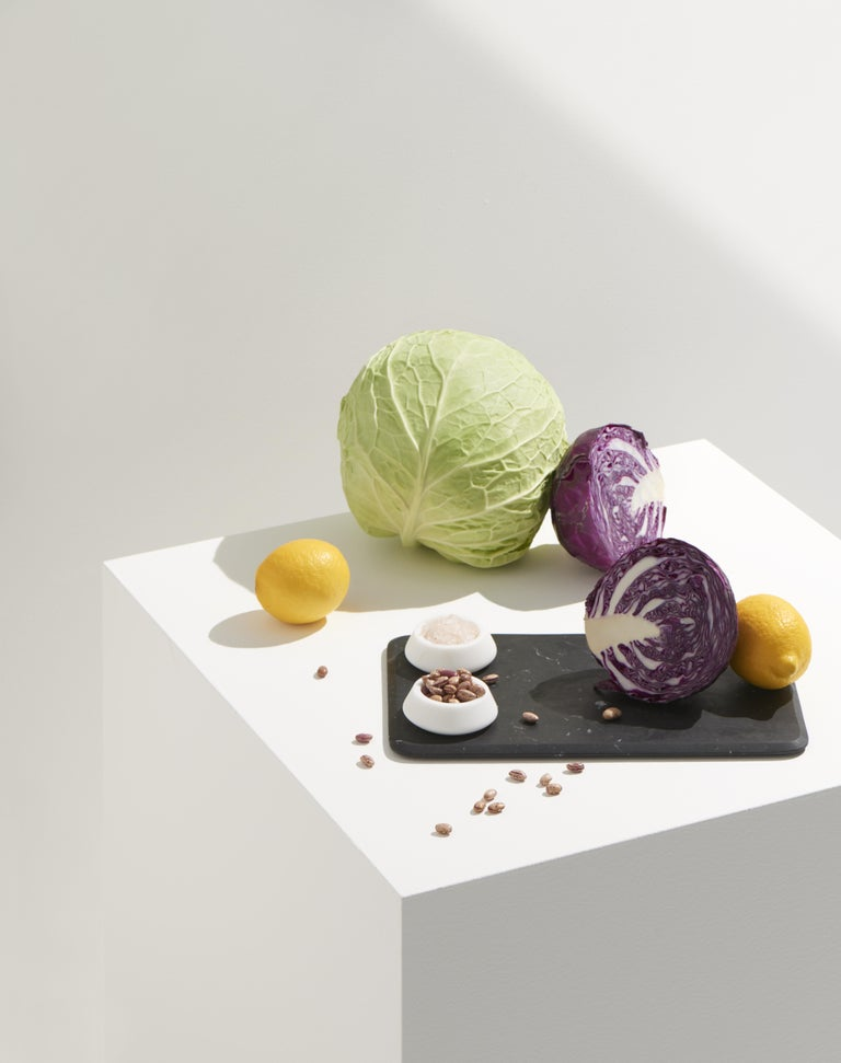 Let us cut off the ordinary: a board is not necessarily just a serving platter. It is an individual way of serving cheeses, meats, vegetables or bread. Marble lends itself to the game by providing the special staging. The item includes two white