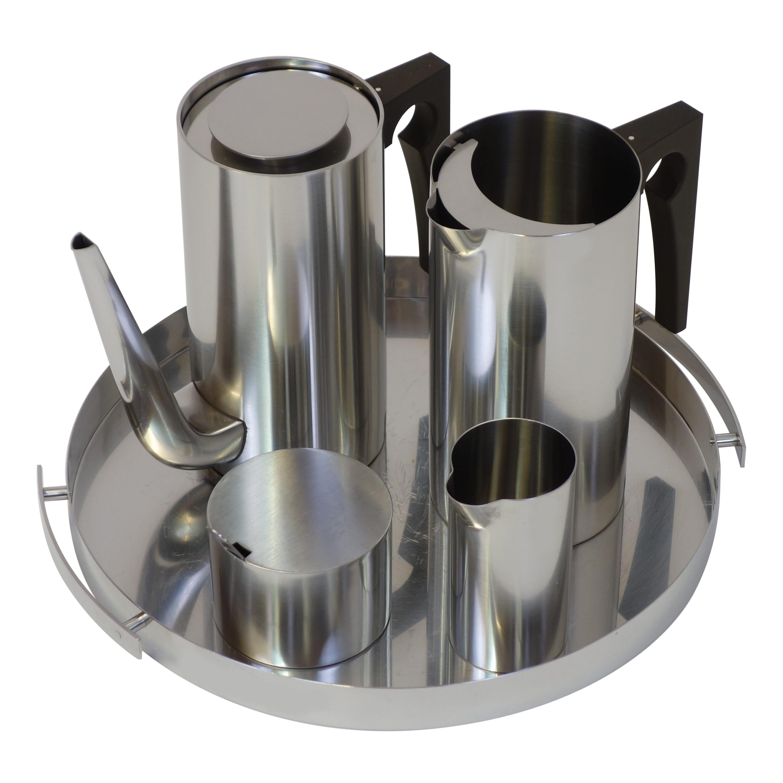 """Serving Set """"Cylinda Line"""" by Arne Jacobsen"""