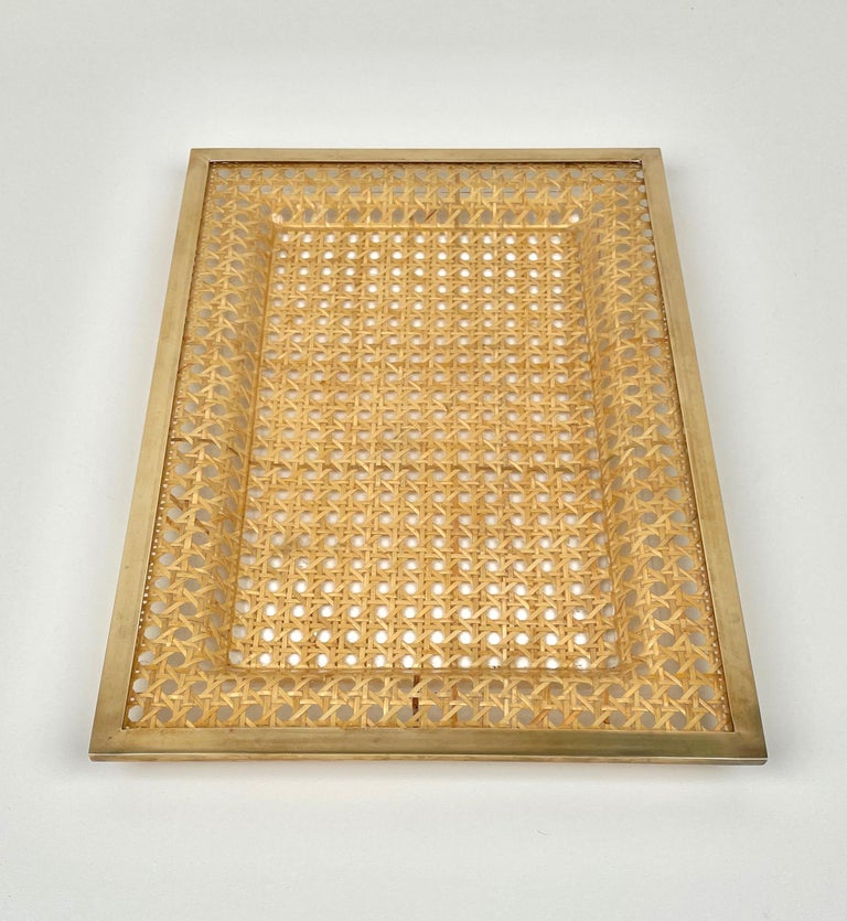 Serving tray centrepiece by Christian Dior Home in wicker, Lucite and brass frame. Made in France in the 1970s.