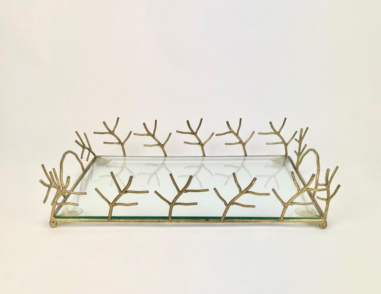 Elegant serving tray in Maison Baguès style with animated branches decoration and handles in golden metal and glass shelf. Made in France in the 1970s.