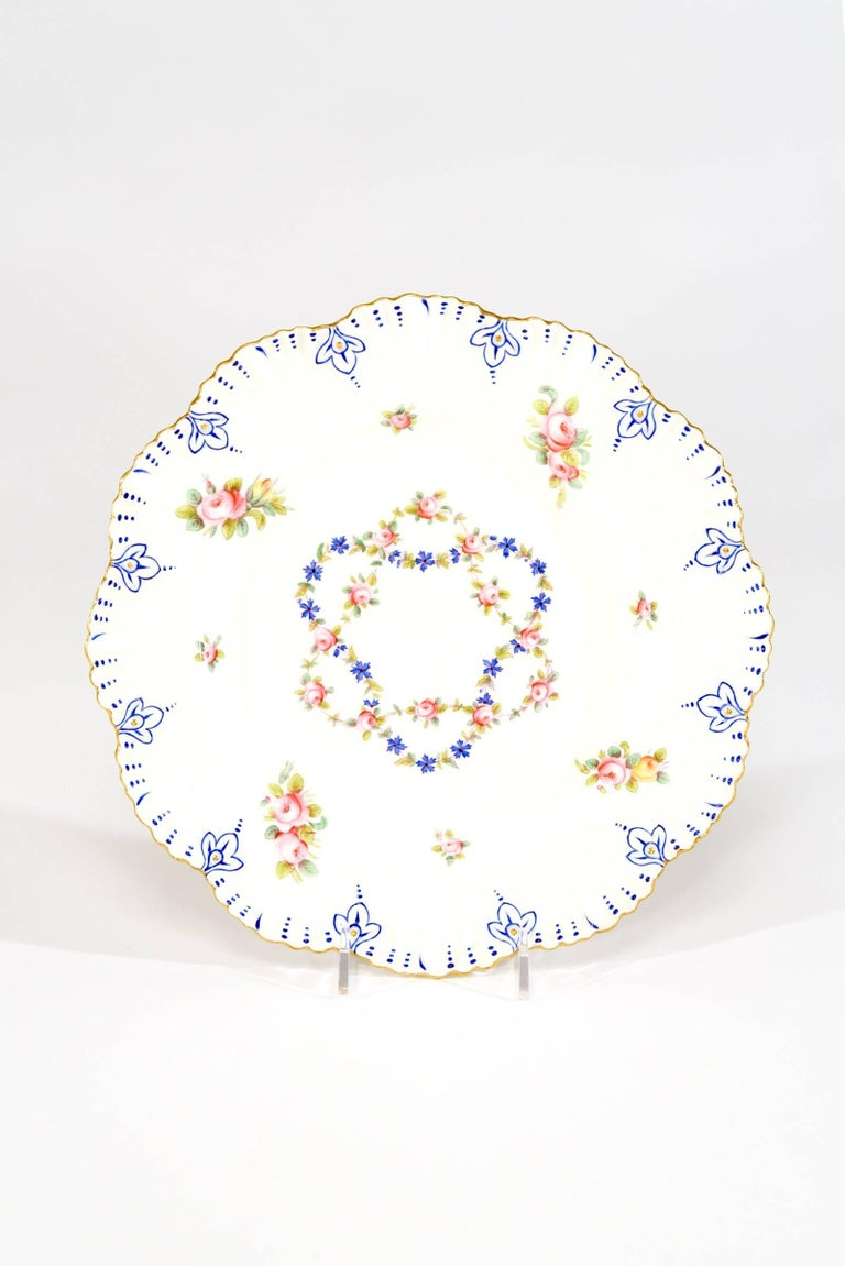 English Set of 12 Coalport White Shaped Rim Dinner Plates with Handpainted Roses For Sale