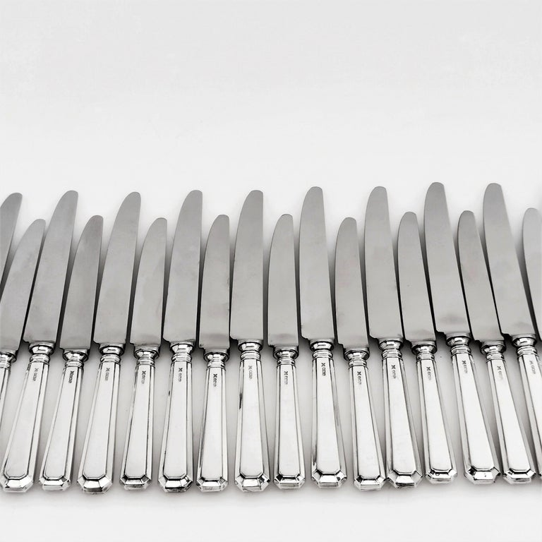 Set of 12 Table Knives & 12 Dessert Knives Modern Art Deco Style Grecian Pattern In Good Condition In London, GB