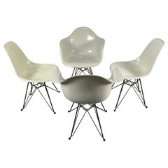 Set 4 Charles Eames, Herman Miller Fiberglass Chairs, Eiffel Tower Bases