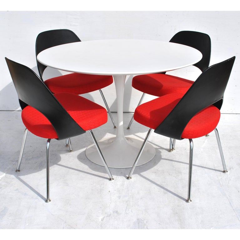 Set of Four Contemporary Knoll Eero Saarinen 72C-PC Dining Side Chairs For Sale 8
