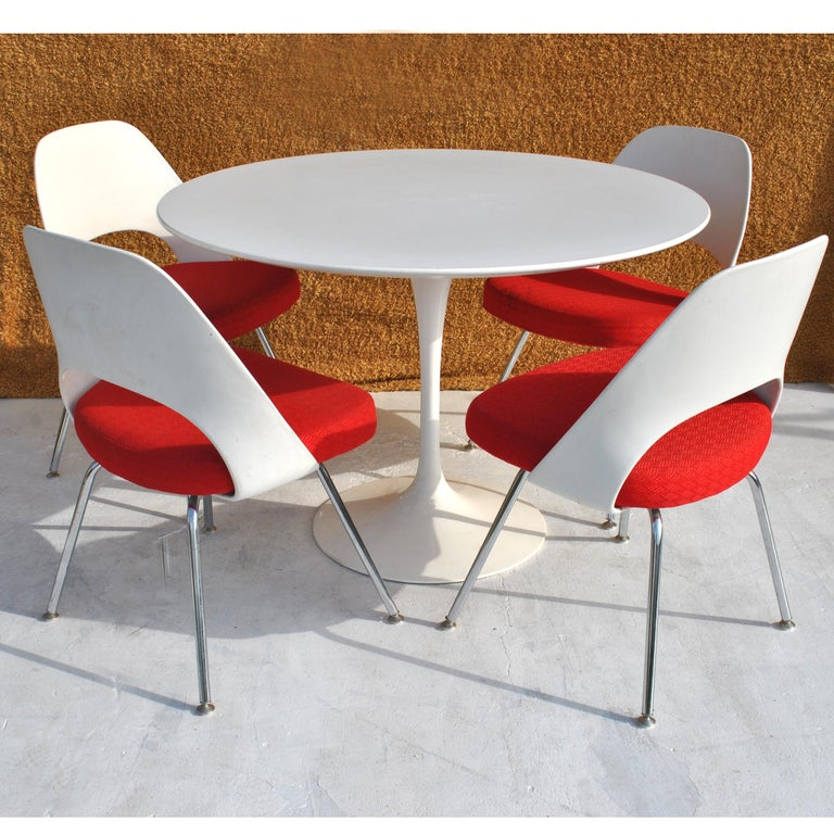 Set of Four Contemporary Knoll Eero Saarinen 72C-PC Dining Side Chairs For Sale 9